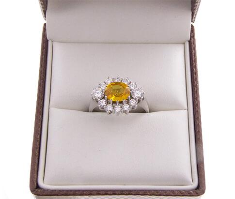Wit gouden ring met saffier en briljant