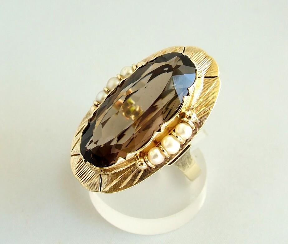 Gouden ring met rookkwarts en parels