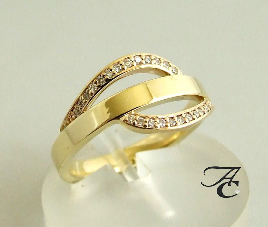 14 karaat geel gouden ring met diamanten