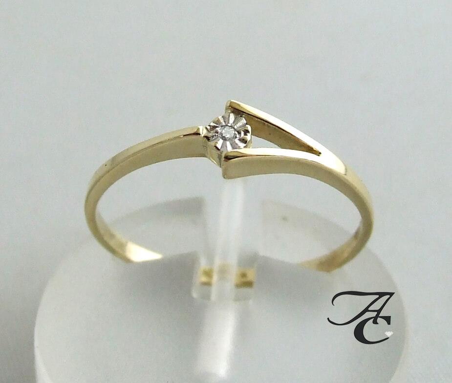 Geel gouden ring met centrale diamant