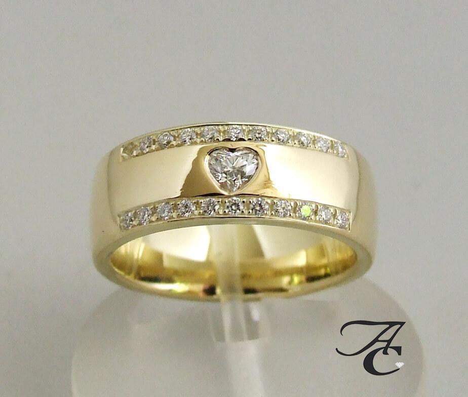 14 karaat geel gouden harten ring met diamanten