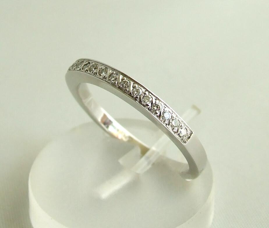 Wit gouden ring met 15 diamanten