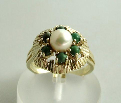 Gouden ring met parel en eilat