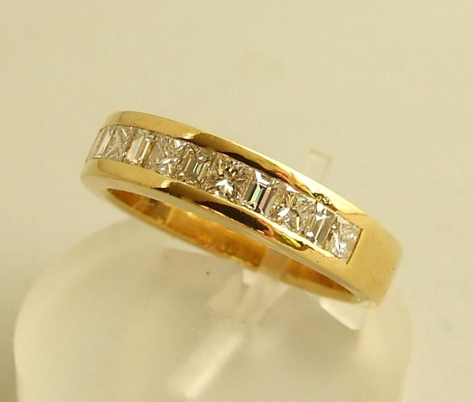 18 karaat geel gouden ring met diamanten
