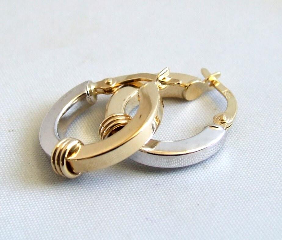 Bicolor gouden Christian oorbellen