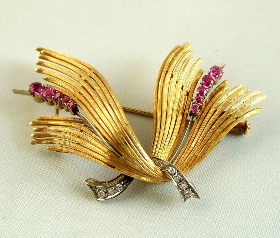 Gouden broche met diamanten en robijnen