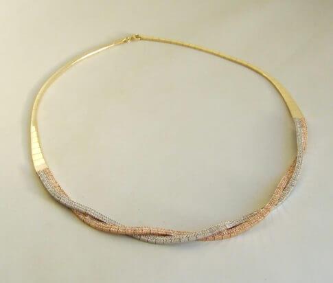 14 karaat geel- wit- en rosé gouden collier, armband en oorbellen met zirkonia