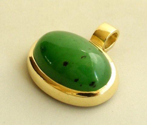 18 karaat geel gouden hanger met jade