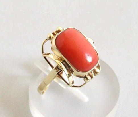 Geel gouden bloedkoraal ring