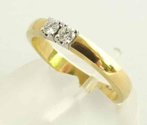 Bicolor ring met 2 diamanten
