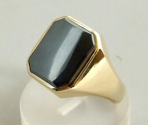 Geel gouden ring met hematiet
