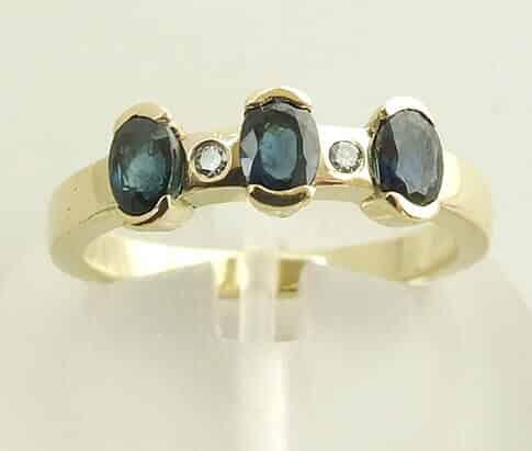 Gouden diamanten en saffieren ring