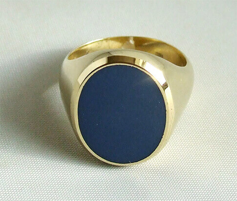 Gouden ring met blauwe lagensteen