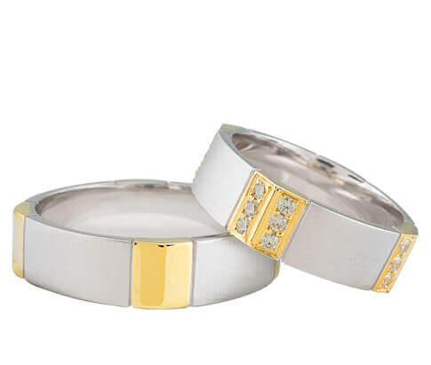 Bicolor trouwringen met 24 diamanten