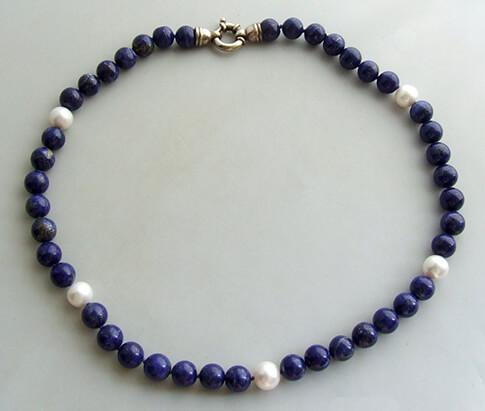 Collier met parels en lapis lazuli