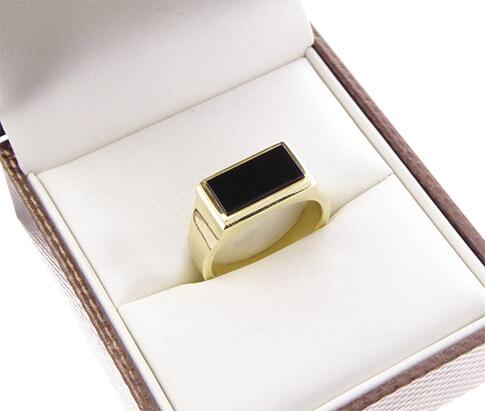 Geel gouden zegelring met onyx