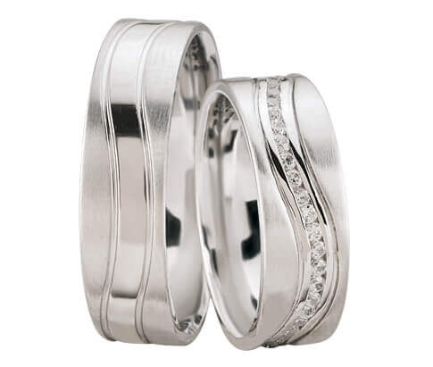 Wit gouden diamanten trouwringen gedraaid model