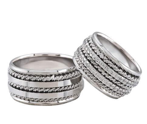 Wit gouden trouwringen met dubbele rij diamanten