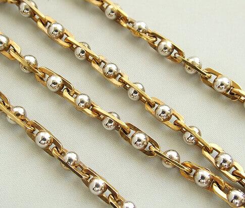 Gouden collier met wit gouden bolletjes