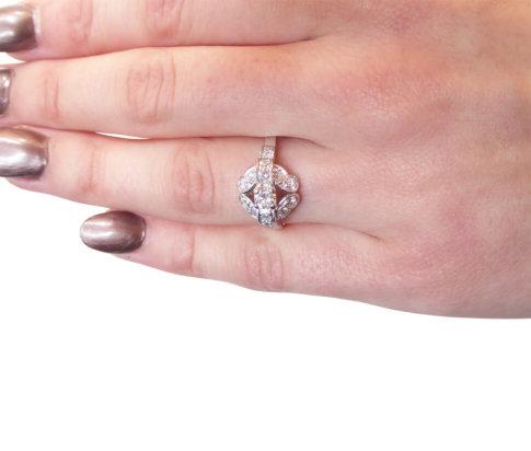 Occasion wit gouden ring met diamanten
