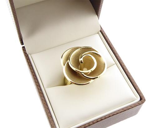 Geel gouden ring bloem model