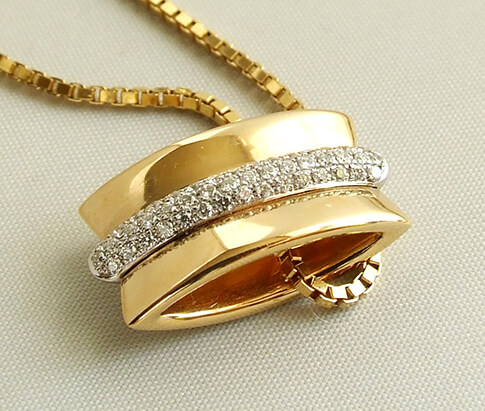 Gouden collier en hanger met diamanten