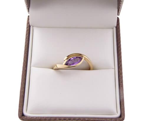 Rosé gouden ring met Marquis geslepen amethyst