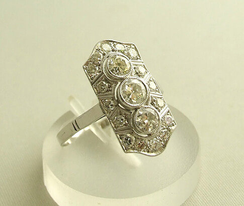 Wit gouden art deco ring met diamanten