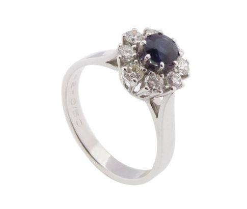 Wit gouden diamanten ring met saffier