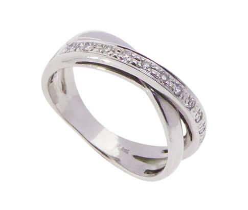 Wit gouden slag ring met diamanten