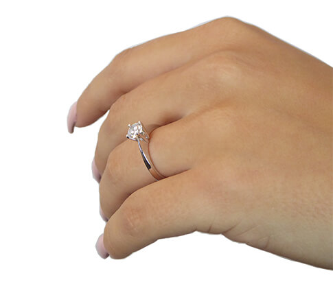 Wit gouden solitaire ring