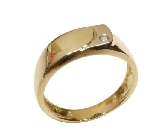 Geel gouden diamanten cachet ring