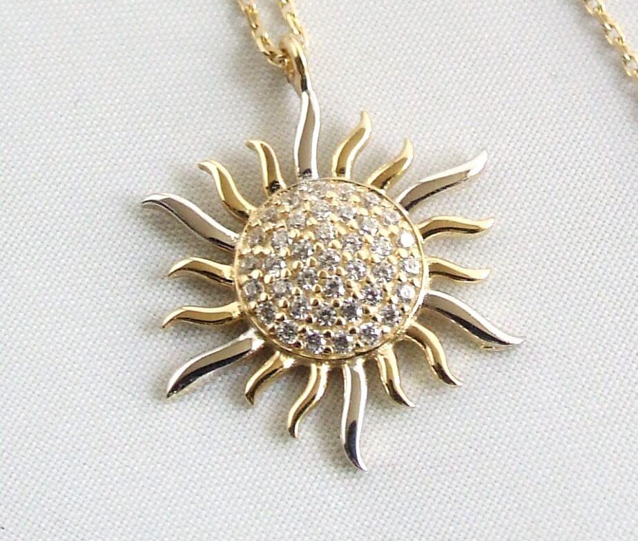 Geel gouden collier en zirkonia zonnehanger
