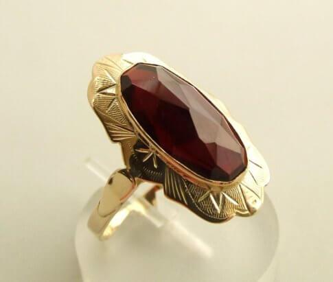 Gouden occasion ring met granaat