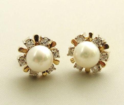 Gouden parel oorbellen met diamanten