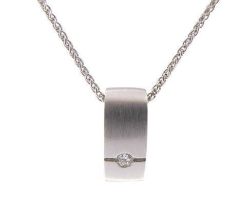 Wit gouden hanger met diamant