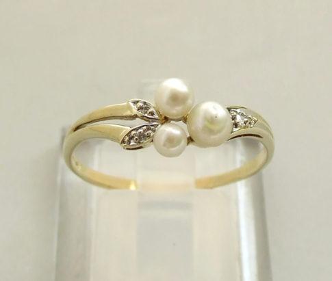 Geel gouden ring met parel en diamant