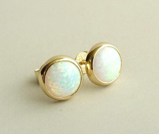 Gouden opaal oorknopen
