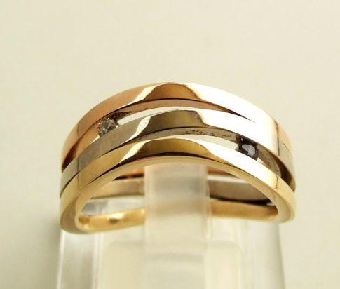Gouden tricolor ring met diamant en saffier