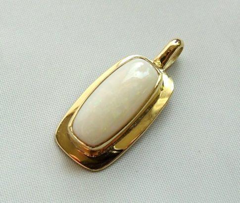 Gouden opaal hanger