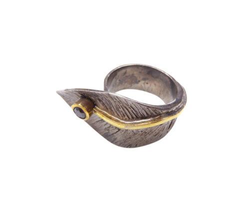 Zilveren blad ring met zwarte zirkonia
