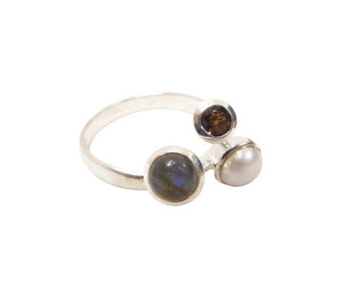 Zilveren ring met labradoriet en rookkwarts