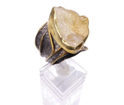 Zilveren ring met ruwe kwarts