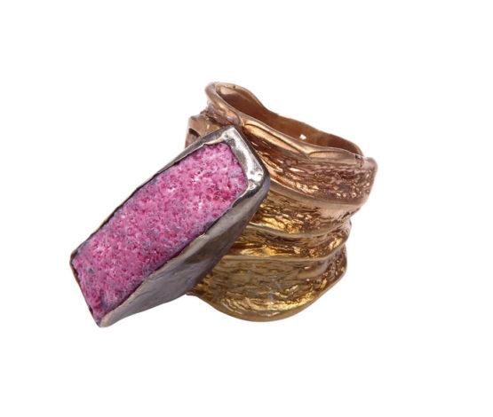 Zilveren ring met ruwe stichtiet steen