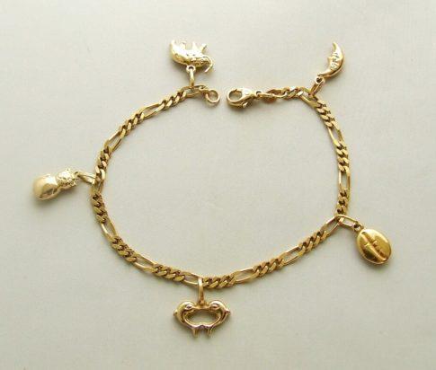 Geel gouden enkelband met bedeltjes