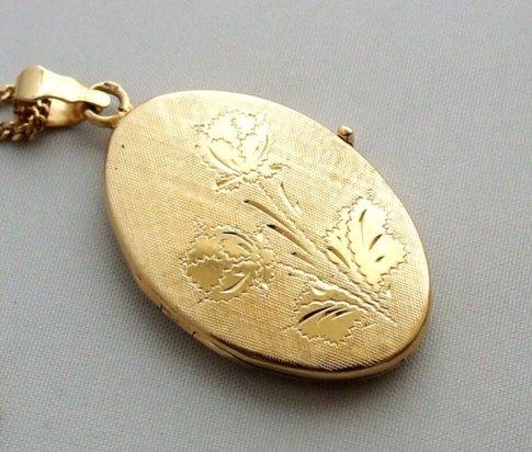 Geel gouden medaillon met bloem motief