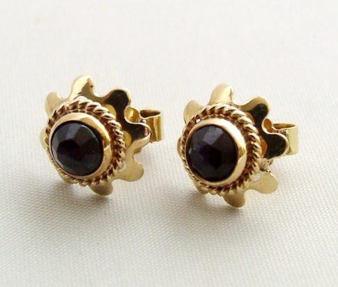 Gouden oorbellen met granaat