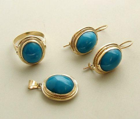 Gouden ring, oorbellen en hanger met turkoois