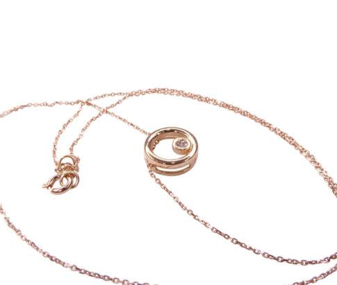 Wit gouden ketting met cirkel hanger