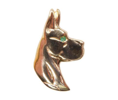 Gouden hond met smaragd